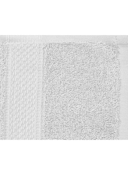 serviette de bain-60x110 cm-qualité épaisse-gris clair uni gris clair serviette 60 x 110 - 5240204 - HEMA