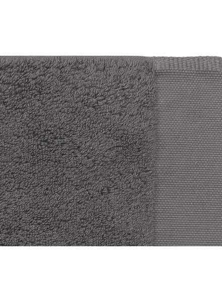 serviette de bain - 60 x 110 cm - qualité hôtel très douce - gris foncé uni - 5220032 - HEMA
