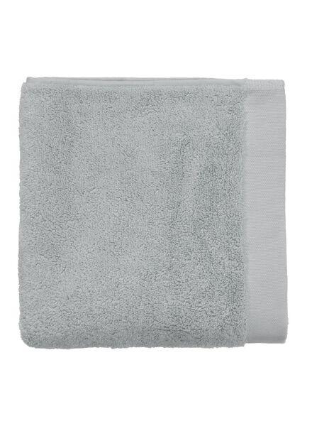 serviette de bain-50x100 cm-hôtel extra doux-gris clair uni gris clair serviette 50 x 100 - 5240071 - HEMA