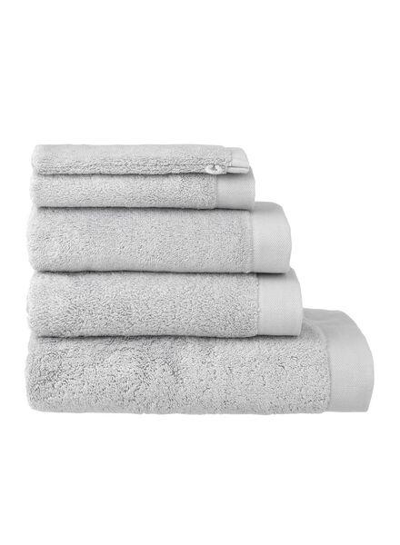 serviettes de bain - hôtel extra doux gris clair gris clair - 1000015157 - HEMA